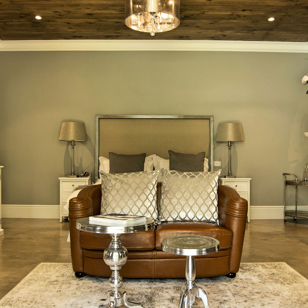 website : Avondrood Guest House Franschhoek